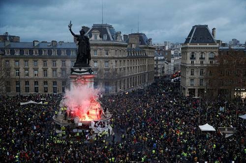Франција на нозе