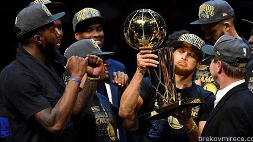 Голден стејт го одбрани НБА трофејот
