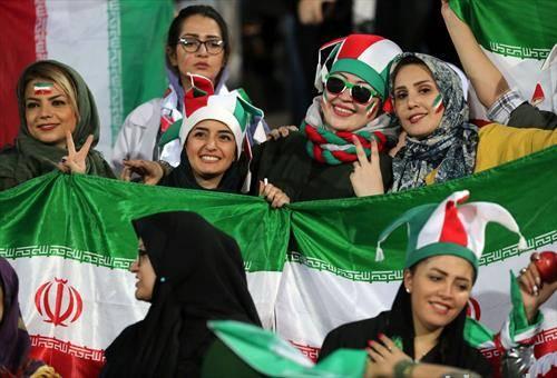 иранките после 40 години, може да гледаат фудбал