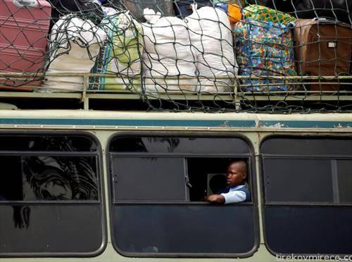 на пат со автобус во Зимбабве