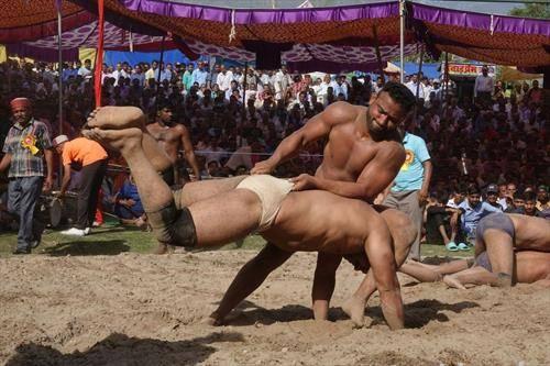 индијска верзија на сумо борачи