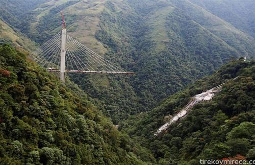 мост во градба, во Колумбија се сруши, загинаа 10 работници