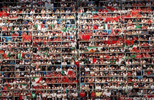 публика на стадион во Санкт Петерсбург