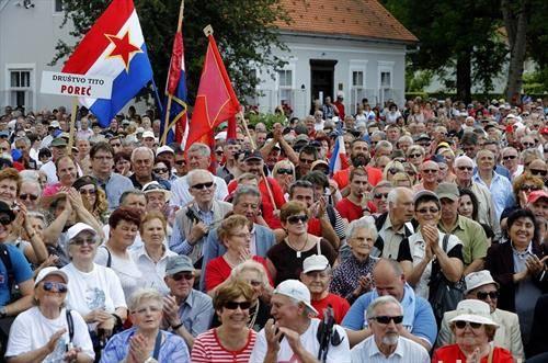 Во Кумровец илјадници луѓе го прославија Денот на младоста