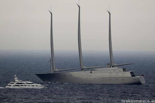 супер јахтата, најскапа на светот на рускиот милјардер Миличинко , во водите на Монако