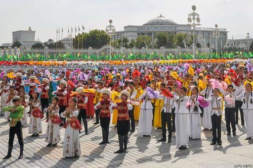 парада по повод 26-годишнината од независноста на Туркменистан