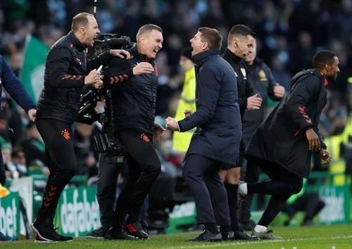 фудбалерите на Глазгов Ренџерс како гости го победија градскиот ривал Селтик со 2-1