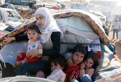 над 120.000 луѓе побегнале од југозападна Сирија од почетокот на офанзивата на владините сили под контрола на сирискиот претседател