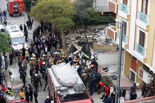 четворица војници загинаа кога во станбениот кварт Санџактепе во Истанбул се урна турски воен хеликоптер