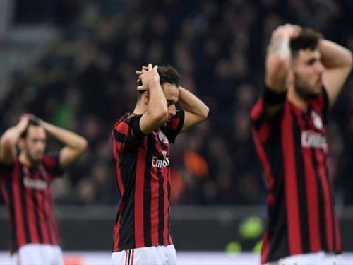 фудбалерите на Милан по поразот од Арсенал во Лигата  на УЕФА