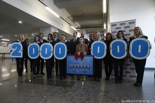Ивана Николоска прилепчанка од  Мелбурн Австралија двамилионитиот патник на Скопскиот аеродром