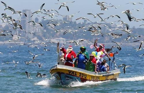 Дедо мраз стаса во Чиле, на чамец