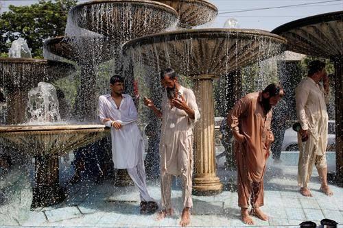 разладување во Карачи, Пакистан од високите температури