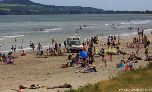 Ирци на плажа во Даблин