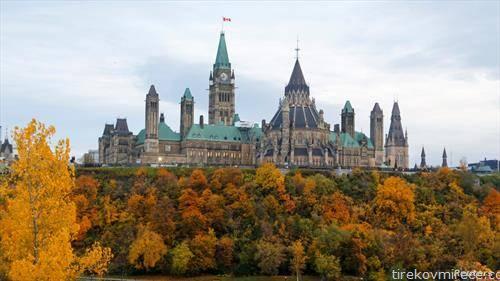 канадскиот парламент во Отава, во есенски бои