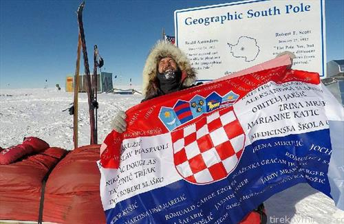 Хрватот Давор Ростухар од Загреб, После 48 дена пешачење, минати 1163 км, сам без поддршка,стаса  на Јужниот пол