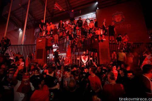 навивачите на Ливерпул ја слават титулата