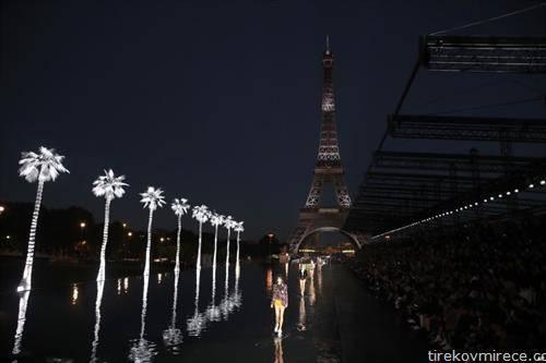 модна ревија на отворено во Париз