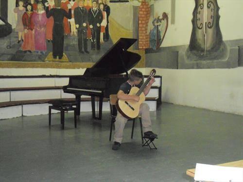 Кристијан Коцевски на гитара