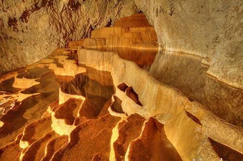 Стопиќ пештерата од Србија на фотографот Чедомир Жарковиќ